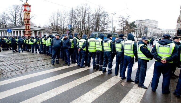 SC prasa Kozlovskim atbildēt par spiegošanas programmām, 'Krājbankas' lietu un policijas darbu