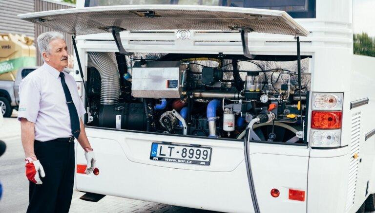 Jaunie ar saspiesto dabas gāzi darbināmie autobusi kursēs Jēkabpils ielās
