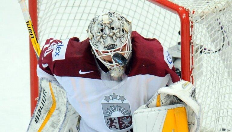 Latvijas izlases vārtus mačā pret Kazahstānu sargās Merzļikins