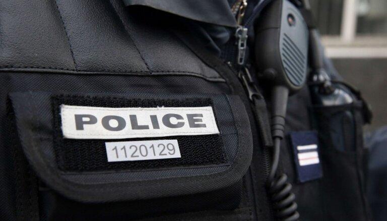 Francijas dienvidos bruņots pusaudzis sarīko ķīlnieku krīzi