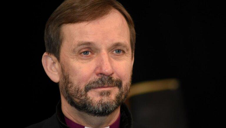 Kristīgo konfesiju bīskapi svētkos aicina sargāt brīvību un veselību
