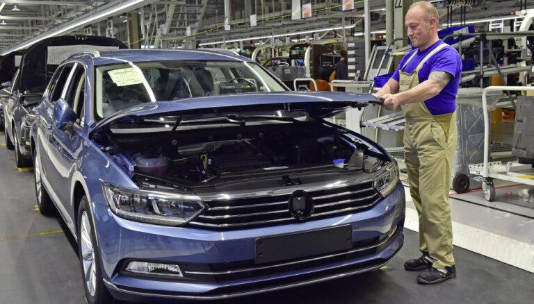 'VW Passat' ražošanu varētu pārcelt uz 'Škoda' rūpnīcu Čehijā