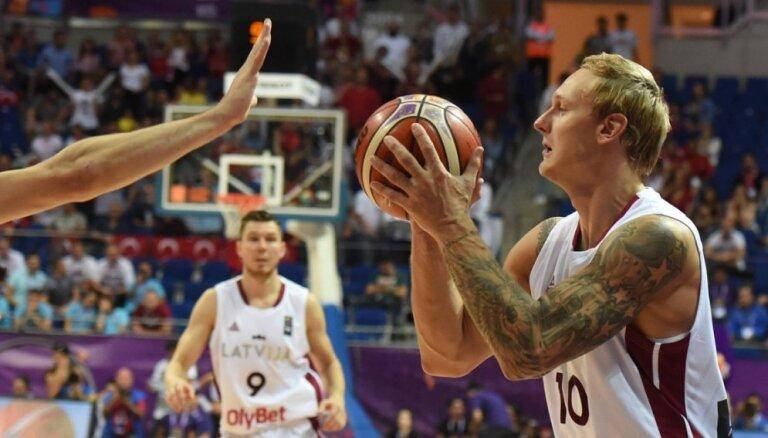 'Delfi' skaidro: Kā Latvijas izlase cīnījās par Eirolīgas klubu spēlētājiem