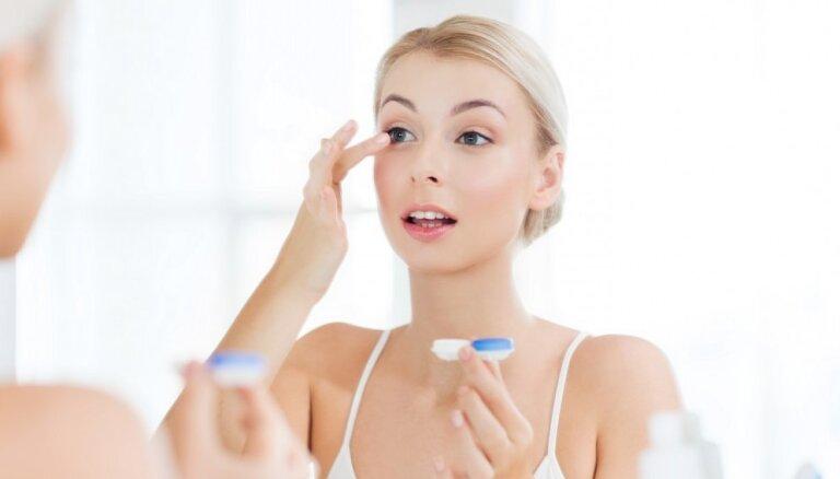 Не ходите с ними в душ: шесть рисков, которым может подвергнуть вас ношение контактных линз