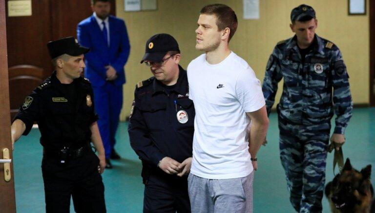 Kautiņus sarīkojušie Krievijas futbolisti Kokorins un Mamajevs saņem reālus cietumsodus