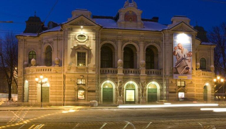 Дубовая аллея возле Национального театра будет названа аллеей Столетия