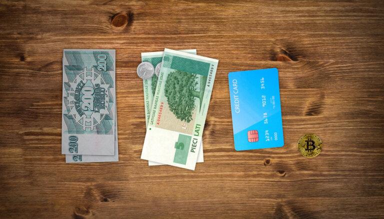 Dolāru paka, kredītu bums un digitālais eiro: kā 30 gadu laikā mainījusies nauda