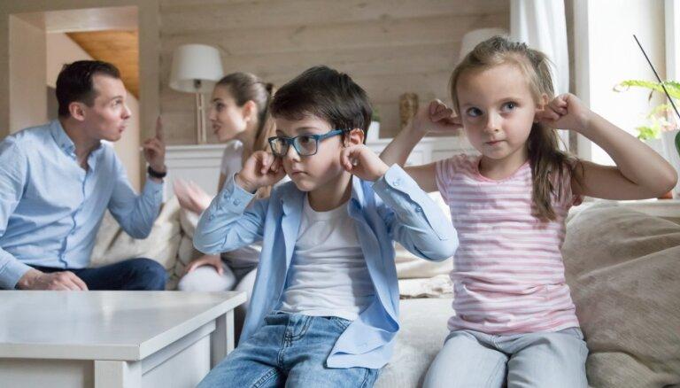Vecāki strīdas. Ko par to sacīt bērnam