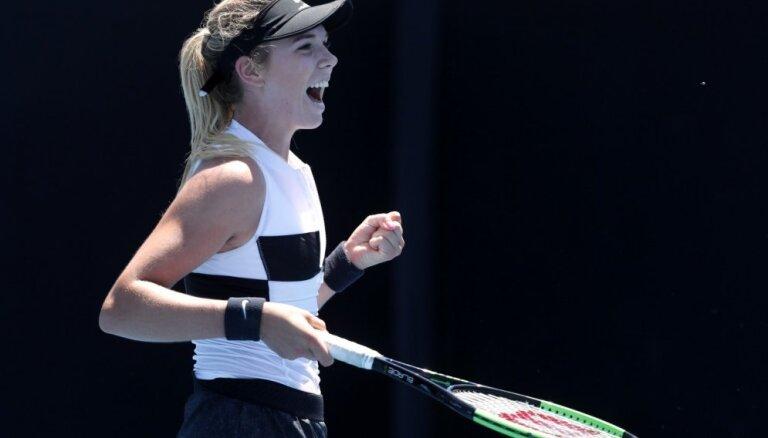 Video: Tenisiste aizmirst par izmaiņām noteikumos 'Australian Open' un priekšlaicīgi sāk svinēt uzvaru