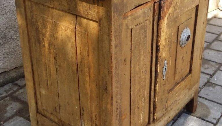 Liepājas muzeja krājums papildināts ar unikālu vēstures liecību – koka ledusskapi