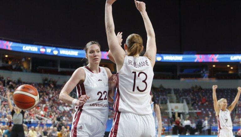 Latvijas basketbolistes aizvada maču pret Eiropas čempionēm Spāniju