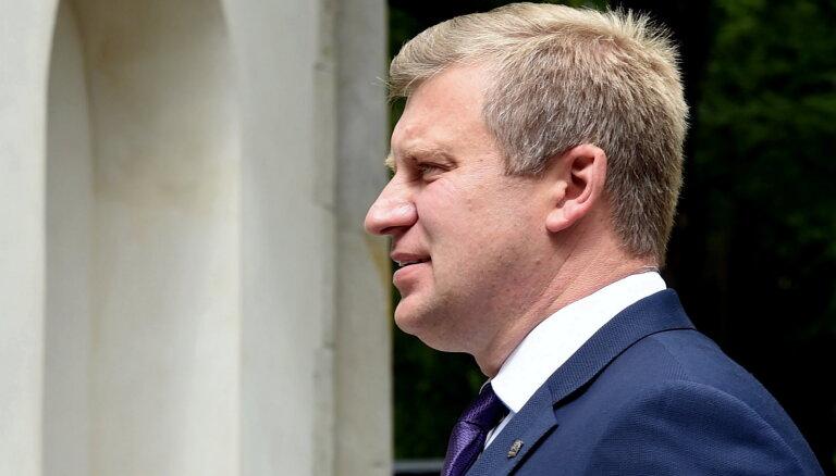 Opozīcijai neizdodas atstādināt RTAB valdes locekli Tolstoju no amata domes komitejā