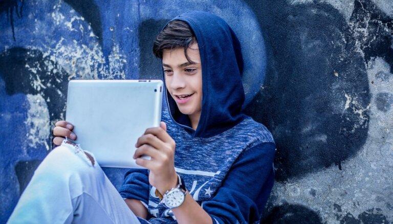 Speciālisti: jāsekmē, lai bērni un jaunieši internetā pavadīto laiku izmantotu kvalitatīvi