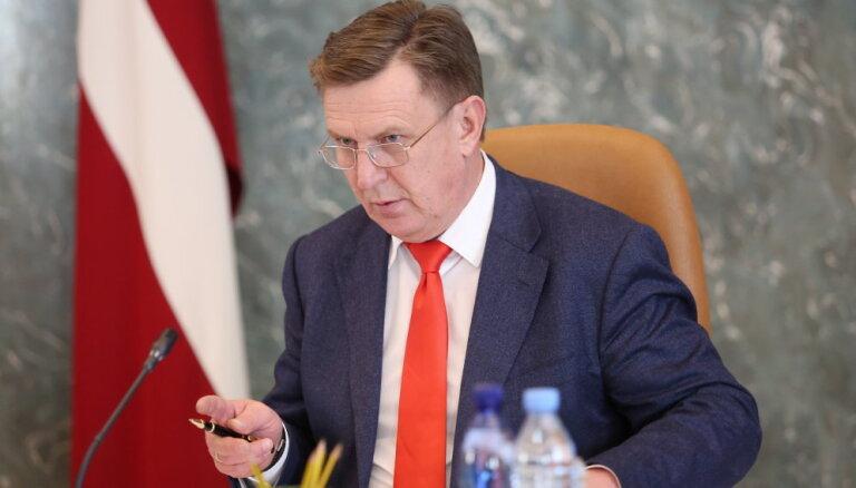 Оппозиция критикует премьера за недостаточные действия в связи с проблемами в финансовом секторе