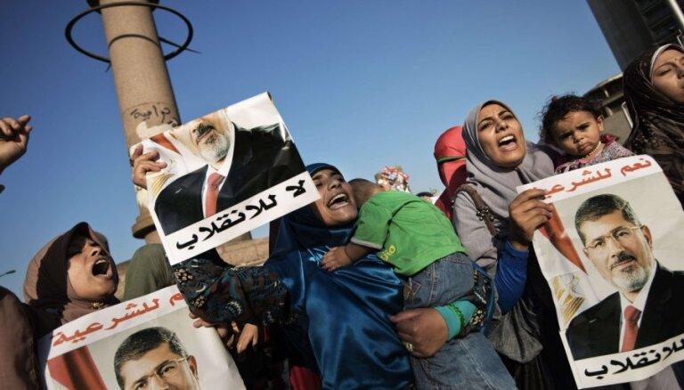 Ēģipte cenšas izvairīties no asinspirts – atlikta Mursi atbalstītāju izdzenāšana