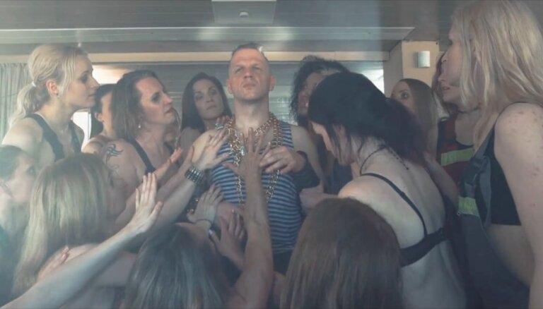'Dzelzs vilks' publicē izaicinošu videoklipu ar latviešu aktrisēm