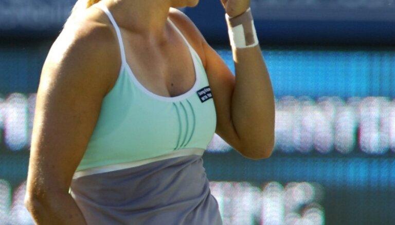 Dekmeijerei zaudējums Kvebekas WTA 'International' sērijas dubultspēļu turnīra pirmajā kārtā
