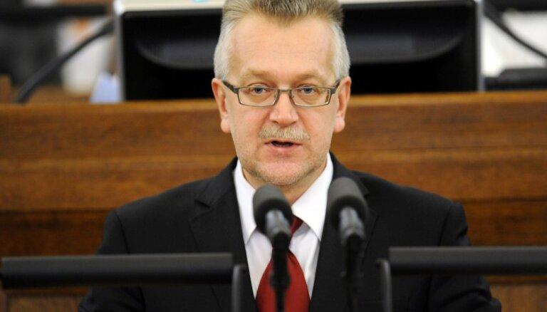 Deputāts Tutins vēl nav saņēmis pielaidi valsts noslēpumam