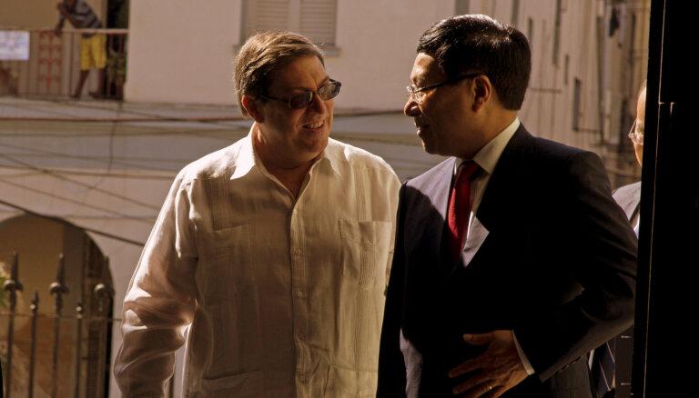 Komunisma citadeles Kuba un Vjetnama konsultēs viena otru politikā
