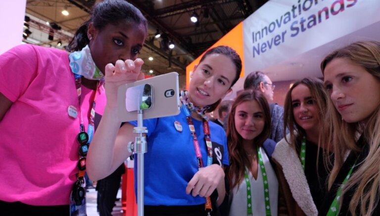 Foto un video: Mobilās un virtuālās pasaules jaunumi 'Mobile World Congress' izstādē