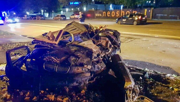 Traģiskā avārija Daugavgrīvas ielā – BMW vadītājs ieraudzījis policiju un sācis bēgt
