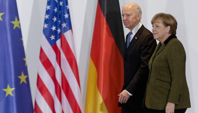 Baidens nākammēnes uzņems Merkeli Baltajā namā