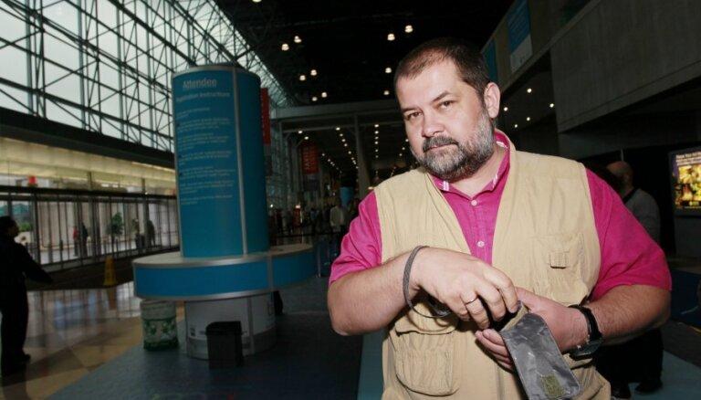 """Лукьяненко пообещал покончить с """"Дозорами"""""""