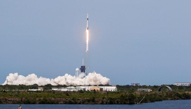 """Корабль """"Драгон"""" Илона Маска успешно взлетел к МКС с мыса Канаверал"""