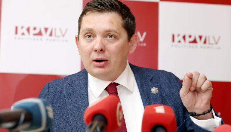 Kaimiņš mudina grozīt mediju akreditācijas noteikumus darbam Saeimā