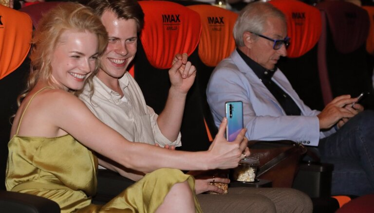 Foto: Kino gardēži bauda LMT virtuālo attiecību drāmas pirmizrādi