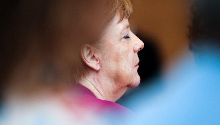 Merkele pauž satraukumu par Eiropas Savienību