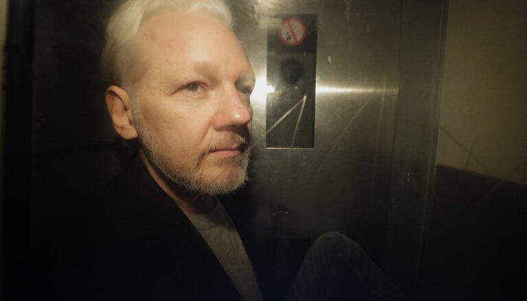 Lielbritānijas tiesa atsāk izskatīt ASV pieprasījumu izdot 'WikiLeaks' dibinātāju Asanžu