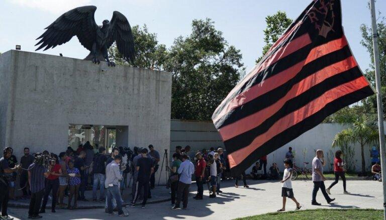 Ugunsgrēkā slavenā 'Flamengo' jauniešu treniņu centrā gājuši bojā desmit futbolisti