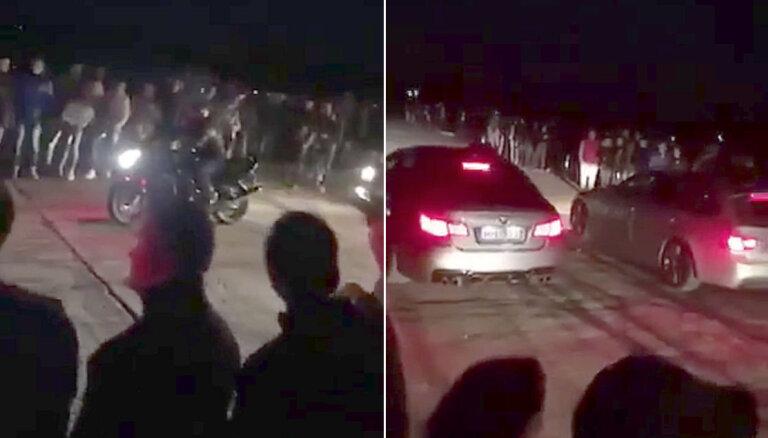 Video: Nelegālais dragreiss Rumbulas lidlaukā pulcē ap 800 cilvēku
