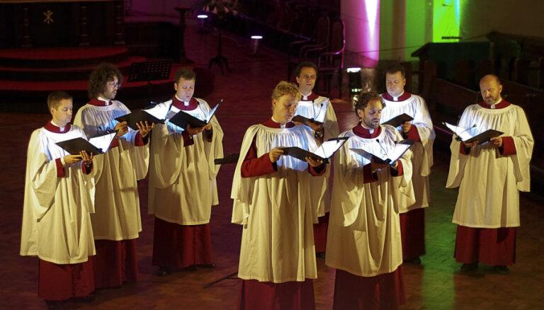 Vokālā grupa 'Schola Cantorum Riga' un Gints Pabērzs šodien koncertēs Lestenes baznīcā
