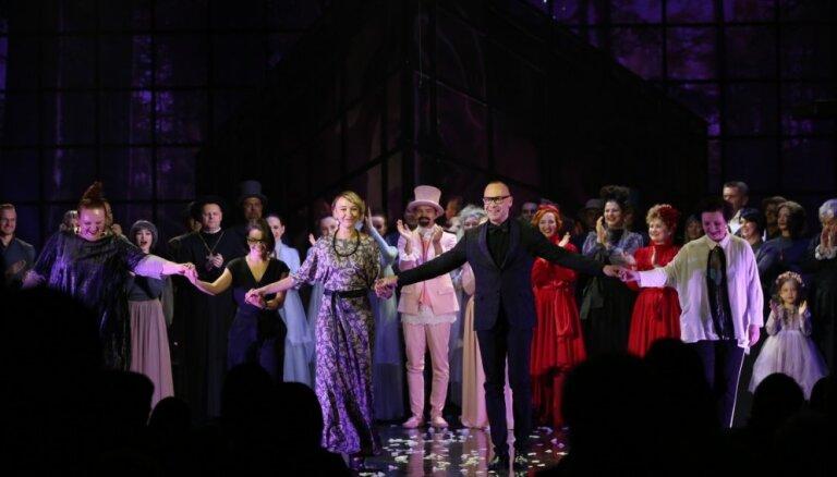 Daugavpils teātrī sezonas spēlētākā izrāde – 'Jubileja '98'