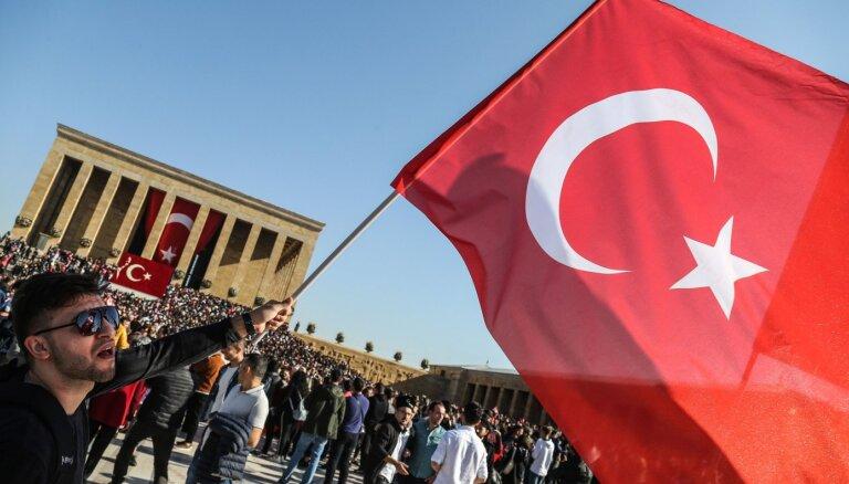 """Bloomberg сообщил о первом использовании """"роя дронов"""" Турцией в Сирии"""