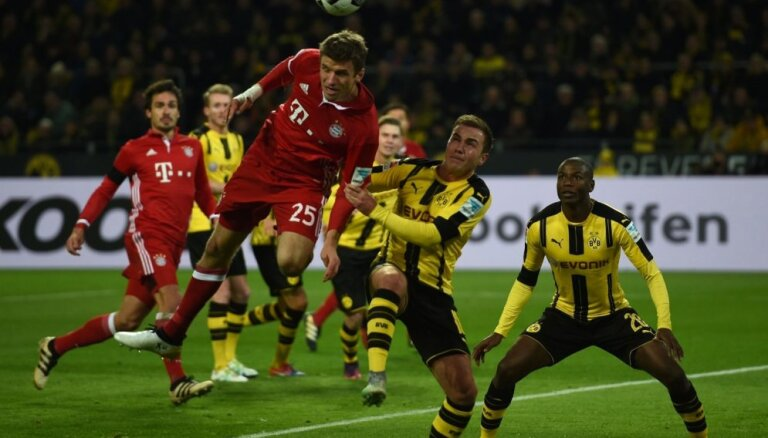 Dormundes 'Borussia' bundeslīgas grandu mačā uzvar Minhenes 'Bayern'