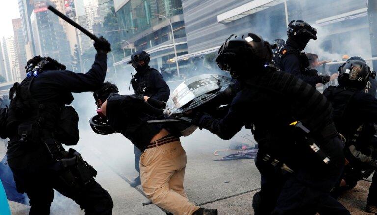 Протесты в Гонконге перед юбилеем КНР вылились в столкновения с полицией