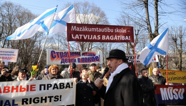 Возле Сейма прошел митинг за образование на родном языке и свободу слова