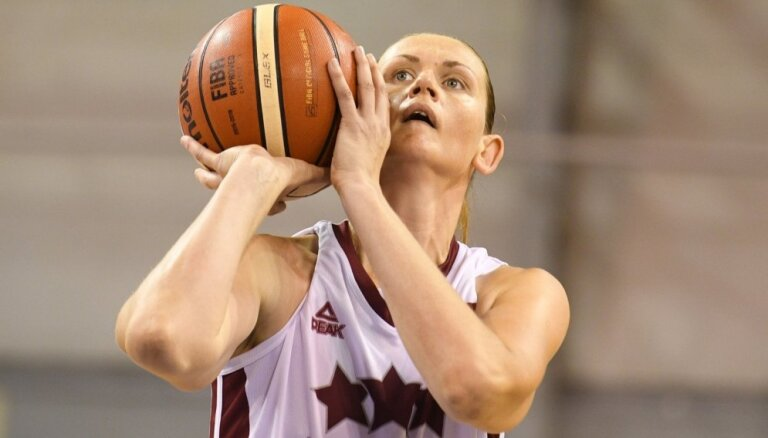 Latvijas izlases basketbolistes treniņspēlē sagrauj Grieķiju
