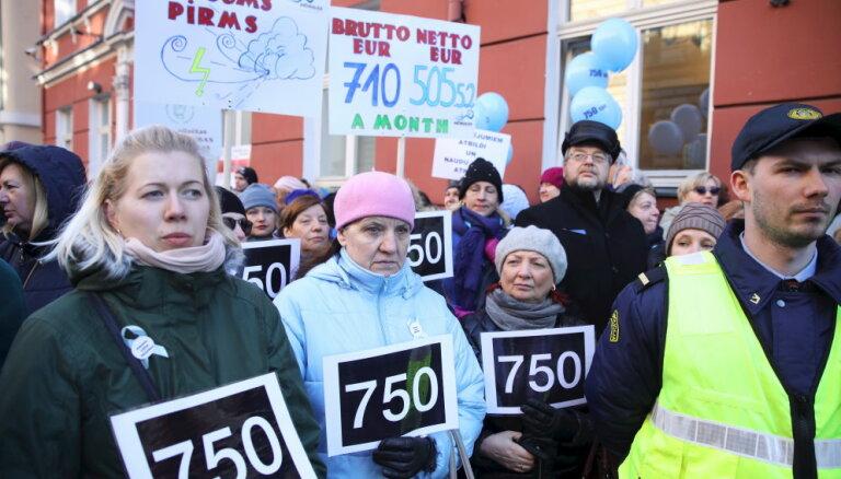 Латвийские педагоги назвали условия отмены бессрочной забастовки
