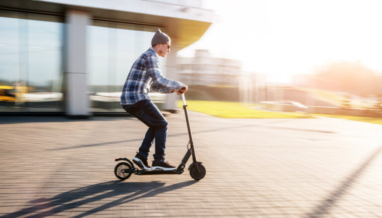 На электросамокатах нельзя будет ездить детям младше 14 лет, скорость ограничат до 25 км/ч