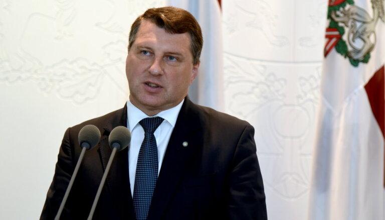 Vējonis izsludinājis grozījumus likumos par čekas dokumentu publiskošanu un ātro kredītu ierobežošanu