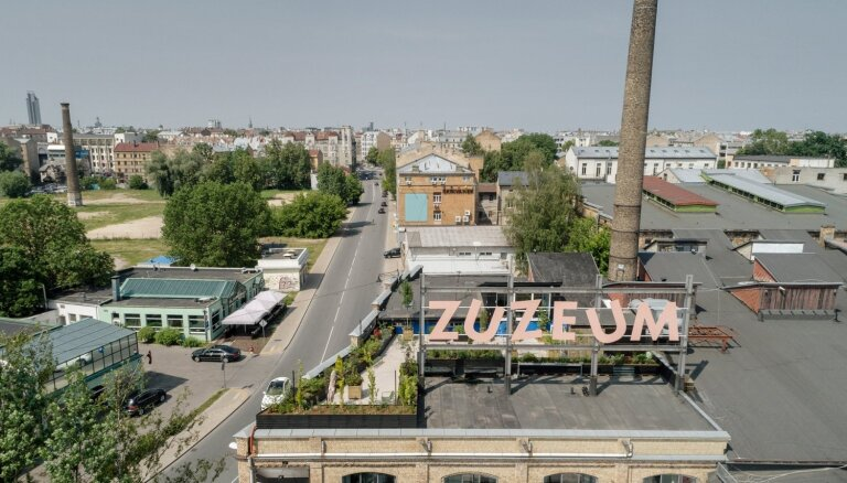 Foto: Mākslas centrs 'Zuzeum' atver jumta terasi un aicina uz zīmēšanas vakaru