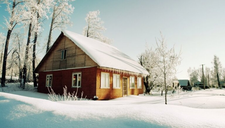 Apkure brīvdienu mājā pašā ziemas spelgonī - cik bieži kurināt?