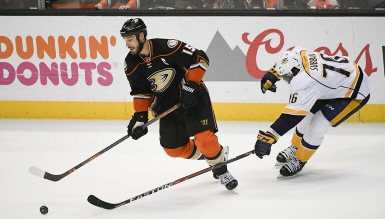 'Ducks' atspēlējas un izlīdzina rezultātu Stenlija kausa pusfināla sērijā pret 'Predators'
