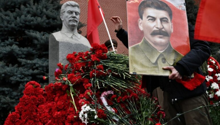 В Новосибирске установили бюст Сталина