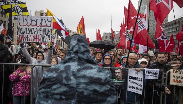 """""""Чтобы ни одна мать не плакала"""". Как в Москве прошел самый массовый митинг в поддержку политзаключенных"""