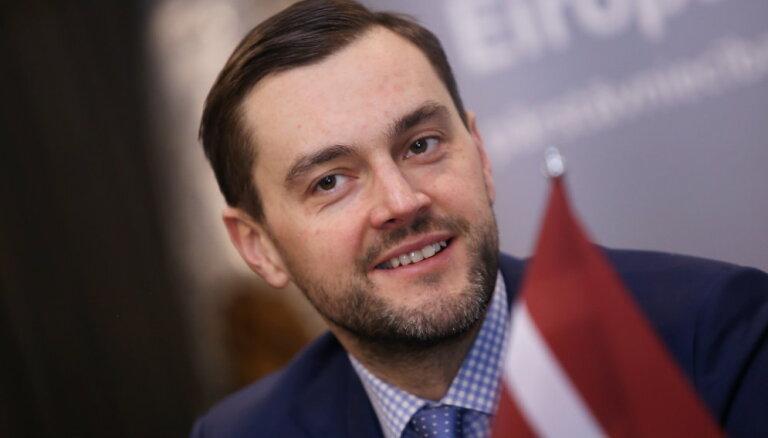 Premjera amatam ieteiktais 'Altum' šefs dāsni ziedojis Tautas partijai un PLL
